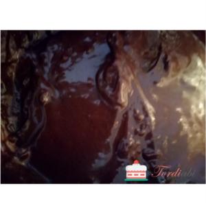 Tordiabi Frizzy plaksuefektiga šokolaadi-sarapuupähkli kreem