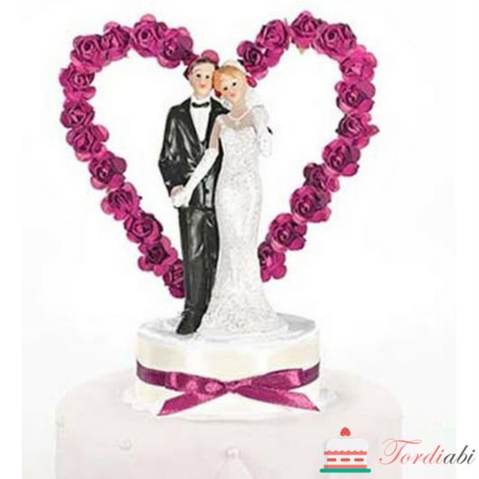 Tordiabi pulmatordi kaunistusoosidest süda pruutpaariga