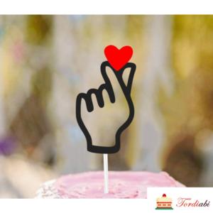 Tordiabi topper süda sõrmede vahel
