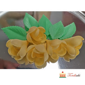 Tordiabi 5 kollast vahvlist roosiõit lehtedega