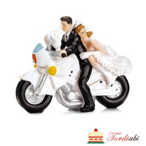 Tordiabi pruutpaar mootorrattaga tordikuju