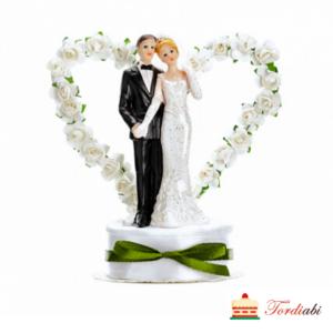 Tordiabi pulmatordi kuju pruutpaar valgetest roosidest süda