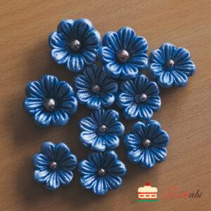 Tordiabi pärlmutter-sinised lilleõied pärlist südamikuga