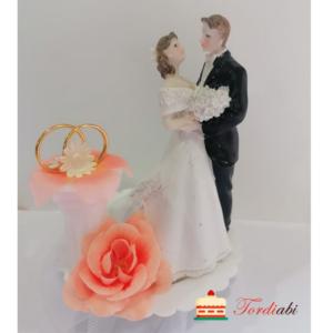 Tordiabi pulmatordi kuju pruutpaar sõrmustega